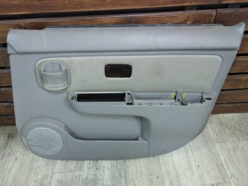 Обшивка двери Nissan Cube Z10 передняя правая