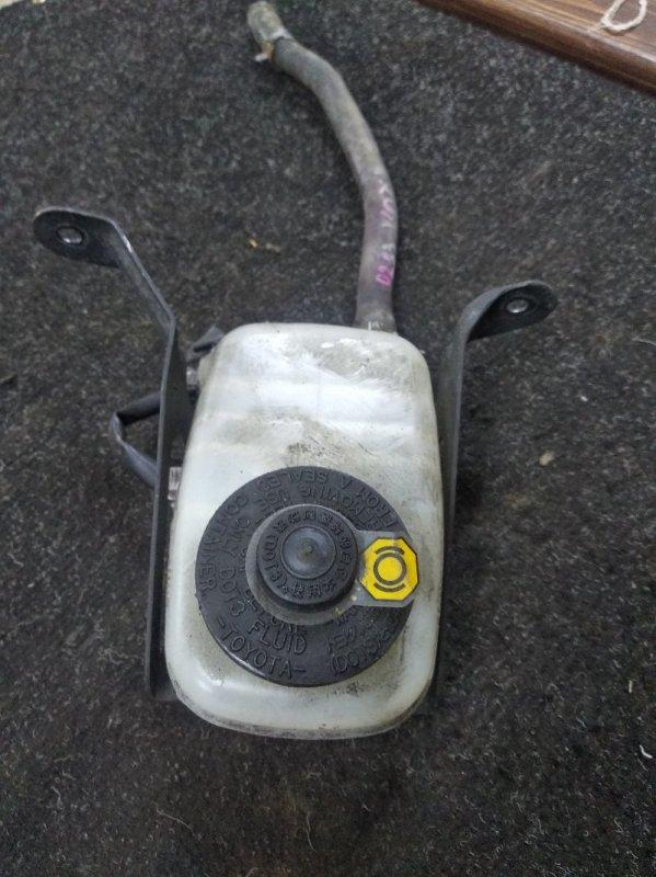 Бачок для тормозной жидкости Toyota Noah AZR60