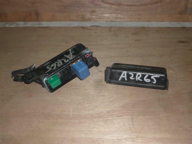 Блок реле Toyota Voxy AZR65