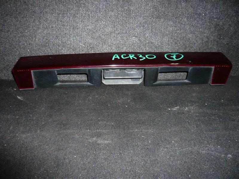 Вставка багажника Toyota Estima ACR30 центральная