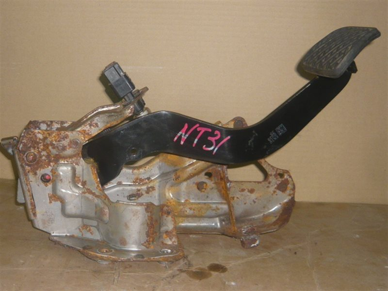 Педаль тормоза Nissan X-Trail NT31