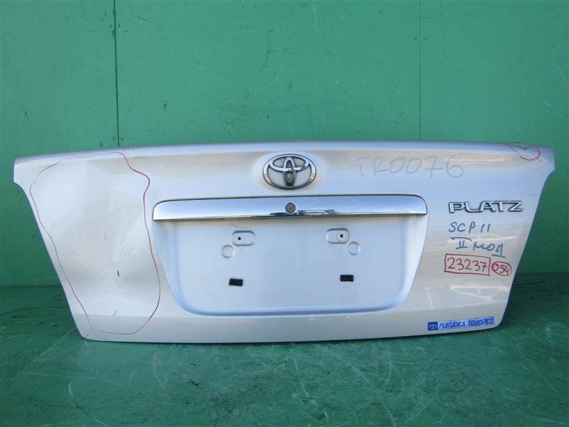 Крышка багажника Toyota Platz SCP11 08.2002