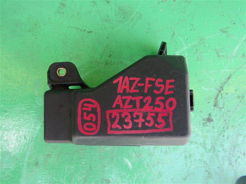Блок предохранителей Toyota Avensis AZT250 1AZ-FSE