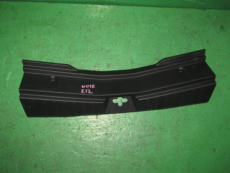 Накладка замка багажника Nissan Note E12
