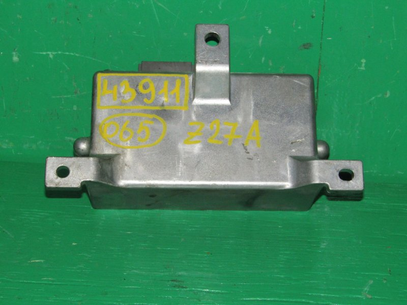 Блок управления рулевой рейкой Mitsubishi Colt Z27A 8633A041