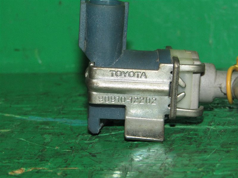 Вакуумный клапан Toyota Porte NNP11 1NZ-FE 90910-12202