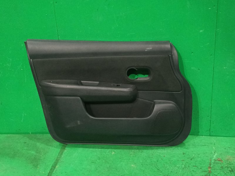 Обшивка дверей Nissan Tiida SC11 передняя левая
