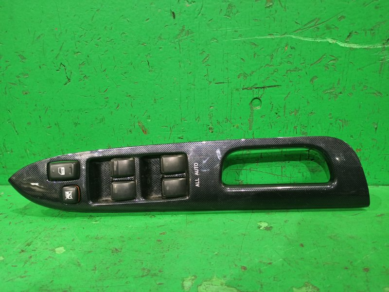 Блок упр. стеклоподьемниками Toyota Wish ZNE10 передний правый 84040-68010