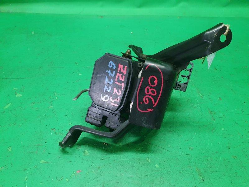 Блок управления abs Toyota Celica ZZT231 44510-32070
