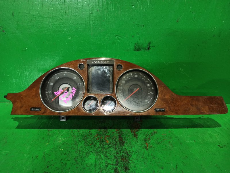 Панель приборов Volkswagen Passat B6 AXZ V0034000, 3С0920870P