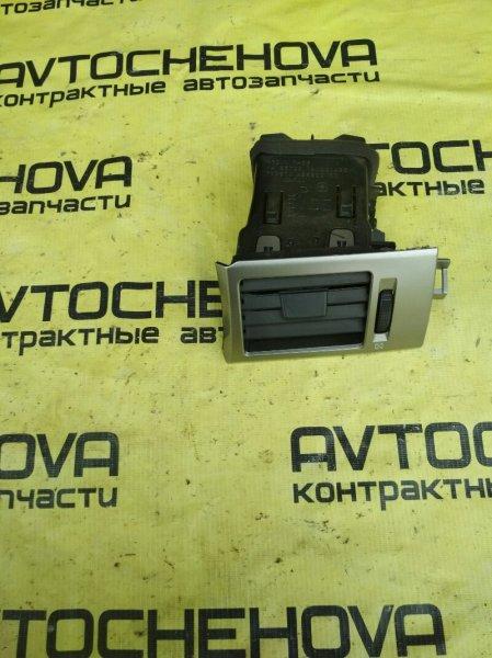 Решетка вентеляционная Nissan Tiida Latio SNC11-122805 HR15 2007 передняя правая