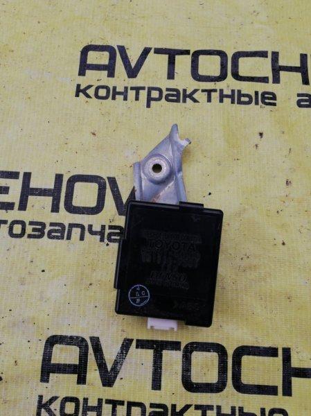 Блок управления дверьми Toyota Nadia ACN10-0005543 1AZFSE 2001 передний