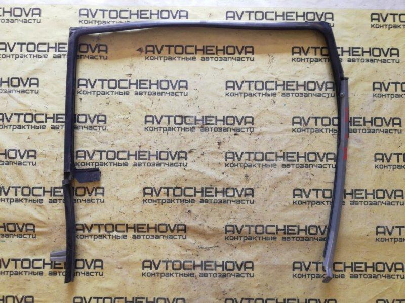 Уплотнитель двери Toyota Wish ZNE10-0360006 1ZZ-FE 2007 задний правый