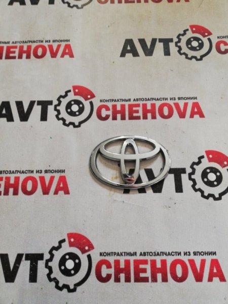 Эмблема Toyota Ist задняя
