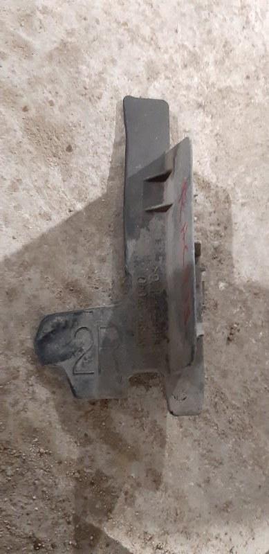 Защита радиатора Toyota Ractis NCP100 1NZFE 2007 правая нижняя