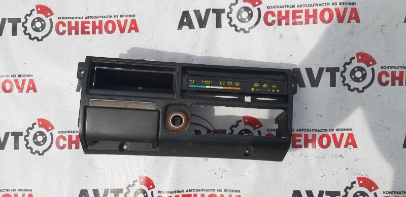 Консоль магнитофона Mitsubishi Fuso Canter FE305B 4D32 1992