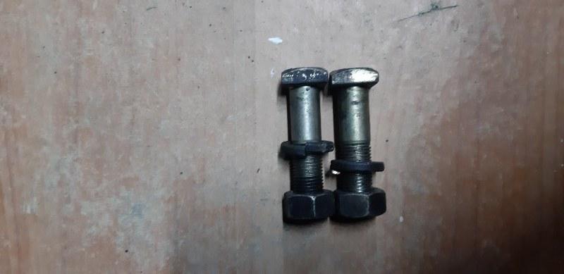 Болт крепления рычага Nissan Atlas P4F23-008528 TD 27 1993