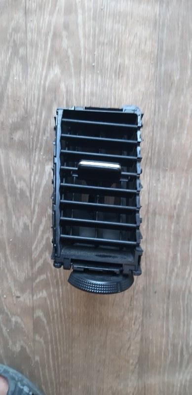 Решетка вентеляционная Nissan Tiida Latio SC11-150851 HR15 2009 передняя левая