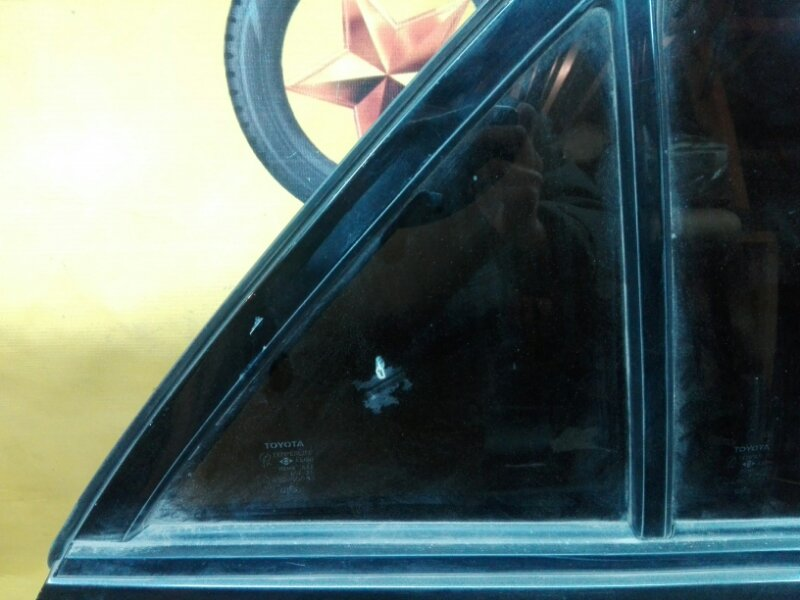 Боковое стекло Toyota Altezza TA-GXE10 1G-FE 2000 заднее правое