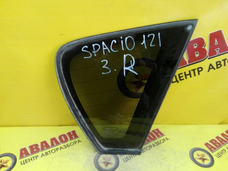Стекло собачника Toyota Spacio NZE121 1NZ-FE 2002 правое