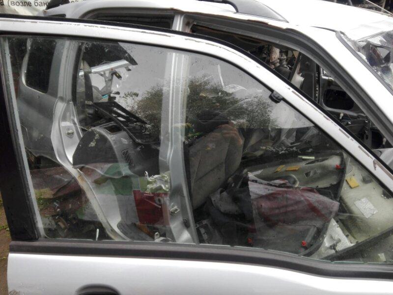 Боковое стекло Suzuki Grand Escudo TX92W H27A 2000 переднее правое