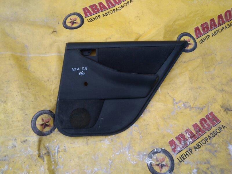 Обшивка двери Toyota Corolla ZZE121 задняя правая