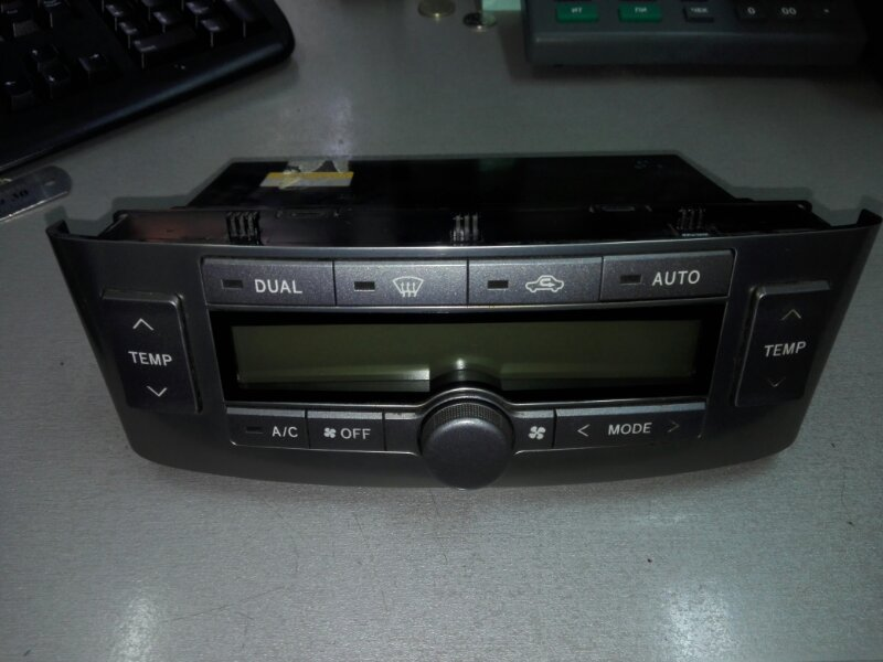 Блок управления климат-контролем Toyota Avensis AZT250 1AZ-FE 2004