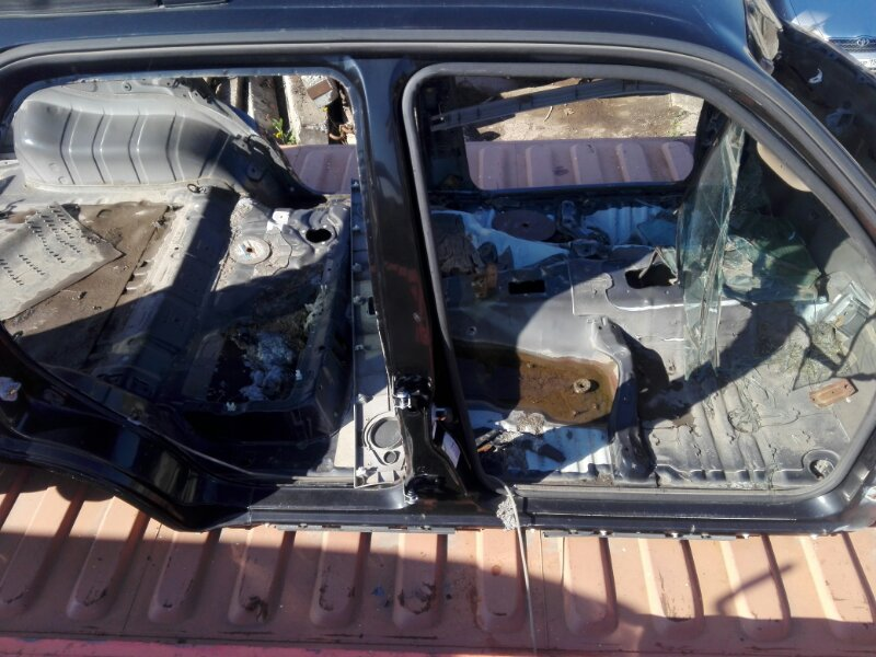 Порог кузова Toyota Hilux Surf KZN185 1KZ-TE 2000 правый