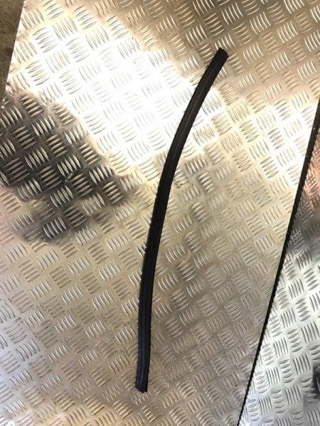 Накладка, уплотнитель стекла Audi Q5 CNC 2014