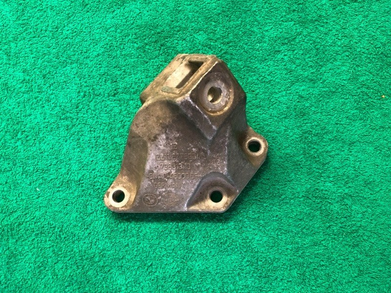 Правое крепление двигателя n63 Bmw 5 F10/F11 2013