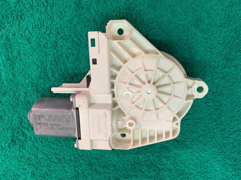 Моторчик стеклоподъемника Volkswagen Touareg NF CRC 3.0D 2014 задний левый