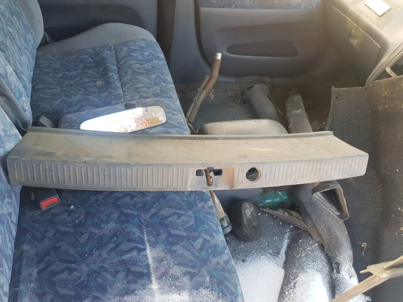 Пластик багажника Toyota Ipsum SXM10 3SFE 1996 задний