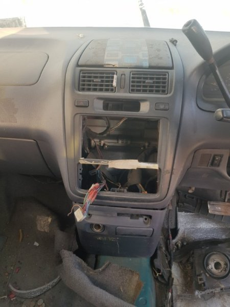 Центральная консоль Toyota Ipsum SXM10 3SFE 1996 передняя