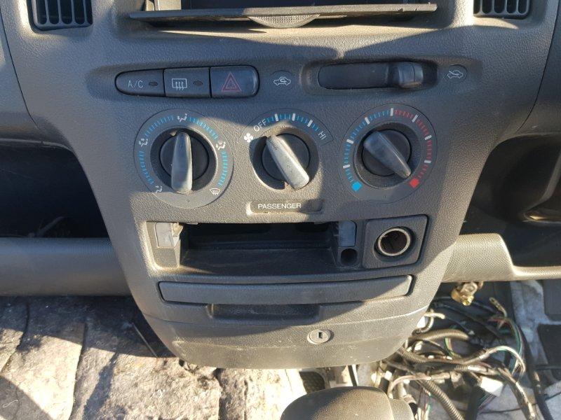 Блок управления климат-контролем Toyota Probox NCP51 1NZFE 2002 передний
