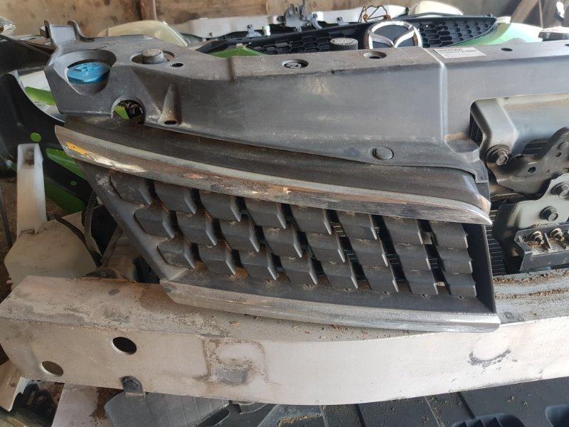 Решетка радиатора Nissan Tiida C11 HR15DE 2004 передняя
