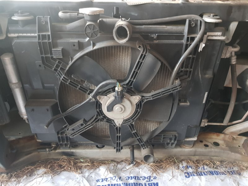 Радиатор охлаждения двигателя Nissan Wingroad NY12 HR15DE 2005 передний