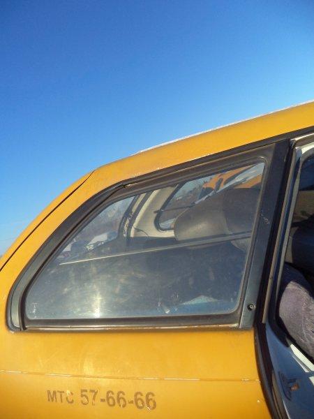 Стекло багажника Toyota Corolla EE102 4EFE заднее правое