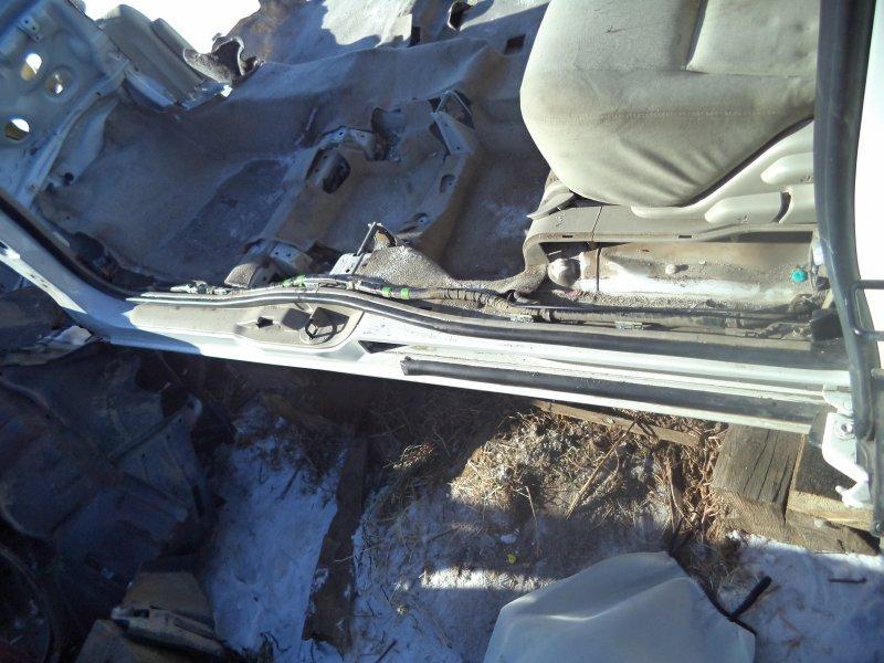 Порог Toyota Isis ZNM10 1ZZFE 2004 левый