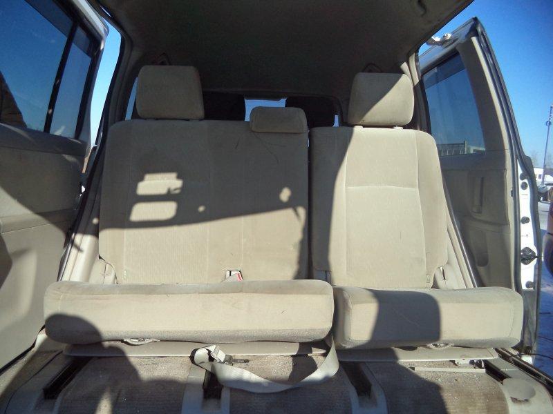Сиденье Toyota Isis ZNM10 1ZZFE 2004 заднее