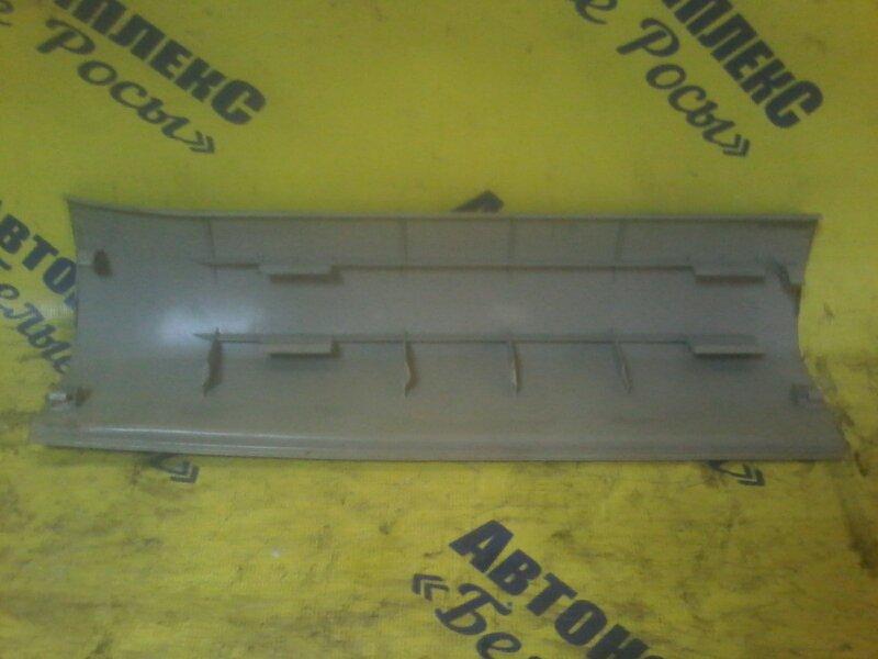 Пластик салона Toyota Isis ZNM10 1ZZFE 2004