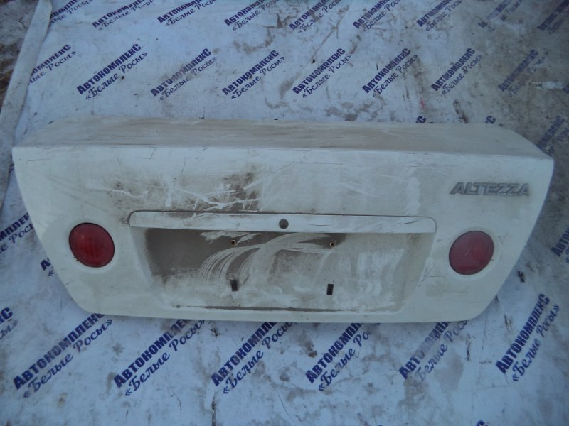 Крышка багажника Toyota Altezza SXE10 3SGE 1998 задняя
