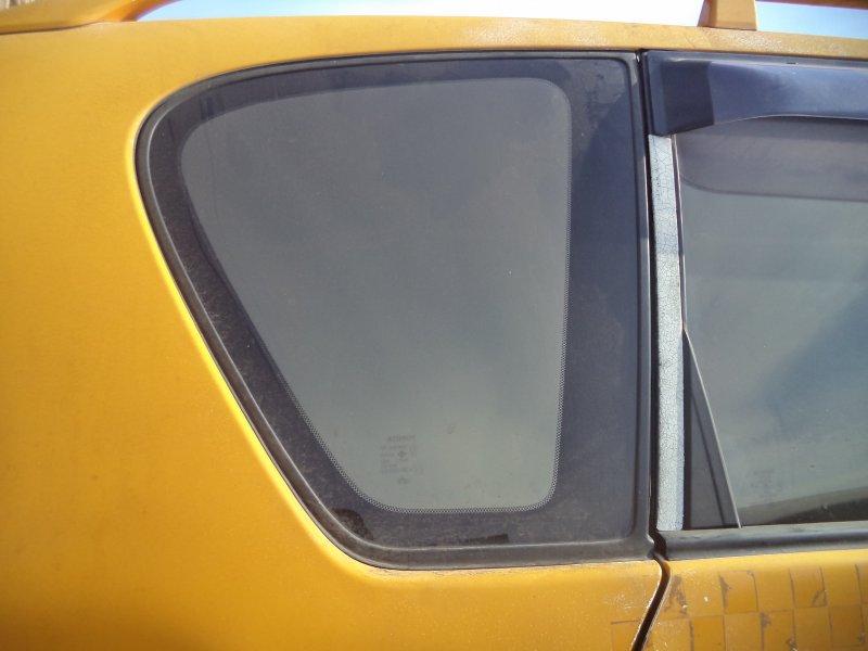 Стекло багажника Toyota Ipsum SXM10 3SFE 1997 заднее правое
