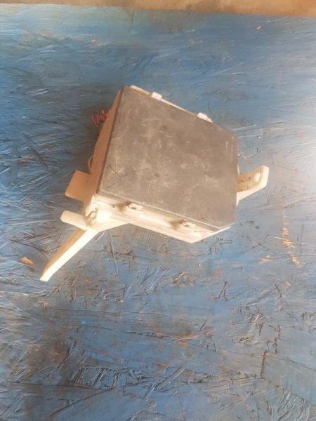 Блок предохранителей Nissan Note E11 HR15DE 2005 передний