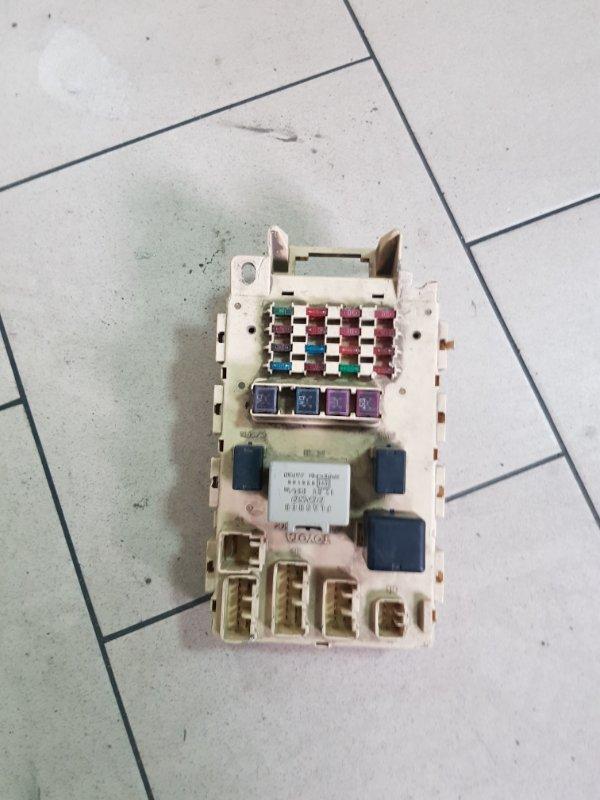 Блок предохранителей Toyota Platz SCP12 1SZFE 2000 передний