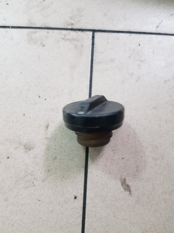 Пробка бензобака Toyota Platz SCP12 1SZFE 2000 задняя