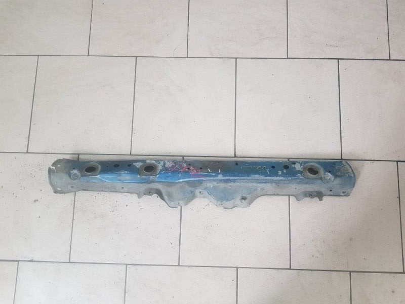 Рамка радиатора Toyota Platz SCP12 1SZFE 2000 передняя верхняя