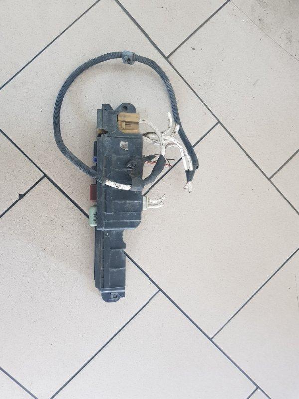 Блок предохранителей Toyota Ipsum SXM10 3SFE 1996 передний
