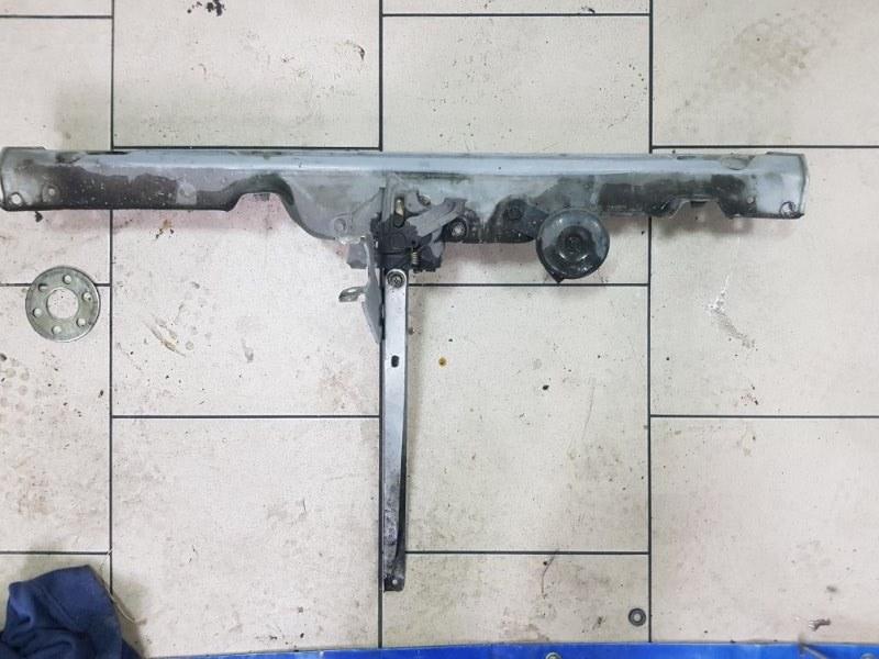 Рамка радиатора Toyota Platz SCP12 1SZFE 2000 передняя