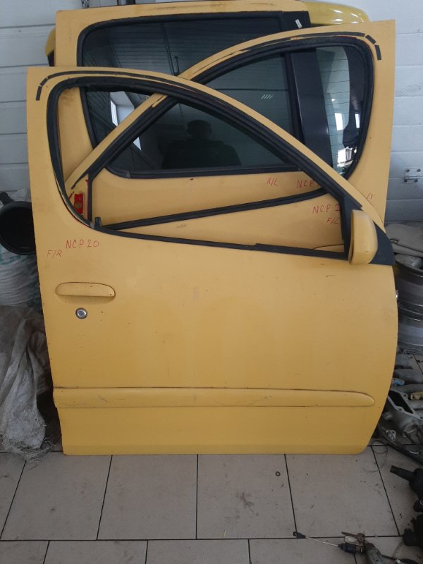 Дверь Toyota Funcargo NCP21 1NZFE 2000 передняя правая