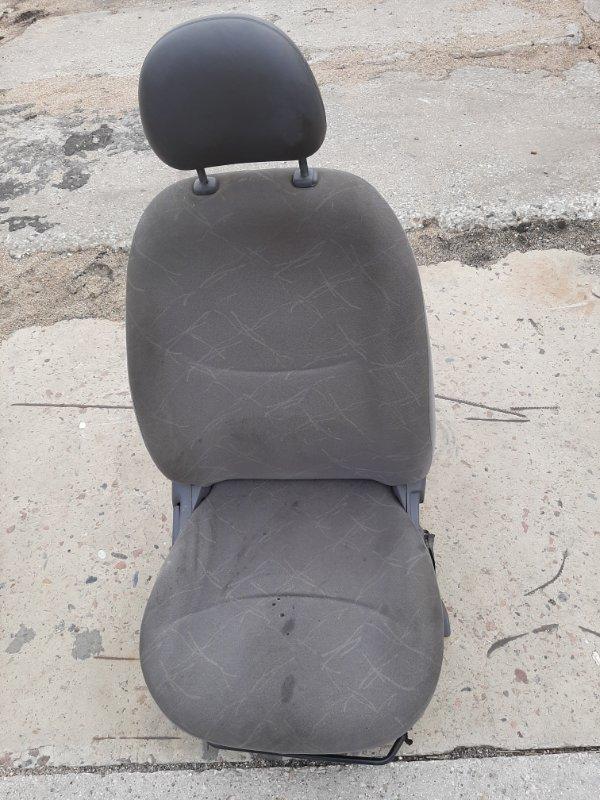 Сиденье Toyota Platz SCP12 1SZFE 2000 переднее правое